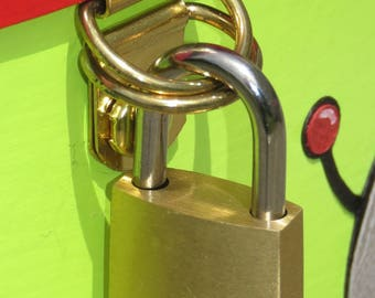 "Option ""Click - Clack lock closure"" for urn and secrets/keepsake box"