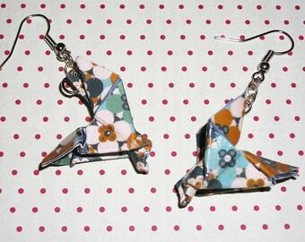 Pair of earrings origami doves