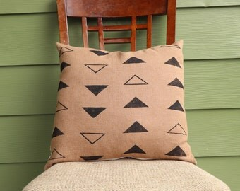 Black Triangle Print Pillow Cover Linen Pillow Cover Black Arrow Pillow Cover housewarming gift for mother exposed zipper exposed brass zipp