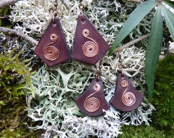 Leather and copper earrings