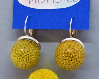 Earrings with real dried flowers