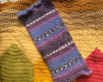Multicoloured knit neck warmer with frilly picot edging