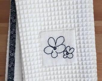 Handmade hand towel with floral doodle motif hand-embroidered by Apples N' Thyme