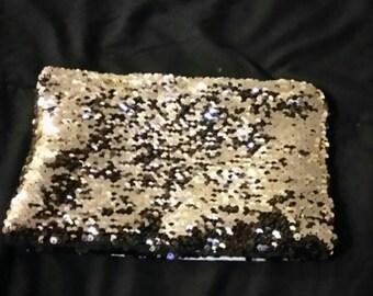Reversible sequin pouch