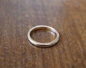 Vintage gold tone metal ring