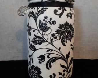 Flower vase, centerpiece, potpourri jar.