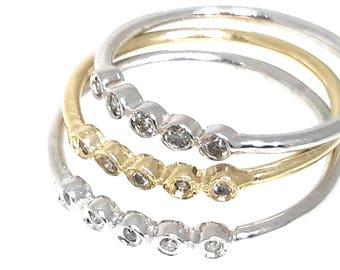 5 DIAMOND SMOOTH RING.