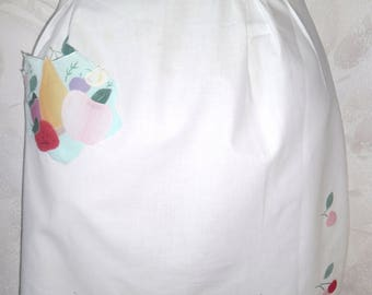 Snow white cotton apron. Vintage apron with applique. Zhensky apron. The apron is in the kitchen. An apron for the cook.