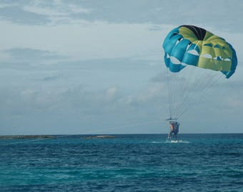 Nassau, Bahamas paraglider photograph