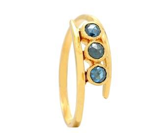 Ring gold blue diamond
