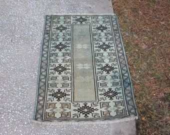 Free Shipping, 2.5 x 3.7 ft. rustic rug, small size rug, turkish rug, anatolian area rug, organic wool rug, floral design rustic rug, MB420