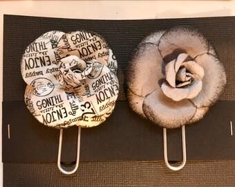 2 flower paper clips