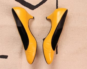 1980s vintage high heels . bright yellow pumps by DeLiso . leather 80s kitten heels, womens size 8