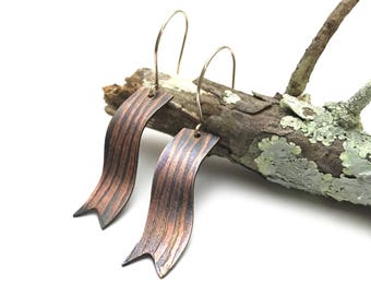 Copper lines ribbon earrings.