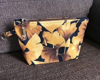 Zippy pouch Ginkgo gold leaves with shell pull