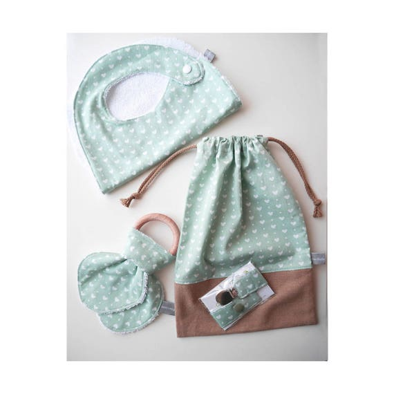 Baby gifts set - Customizable drawstring pouch + baby bib + Teether ring + Pacifier clip - light green - hearts - Baby shower