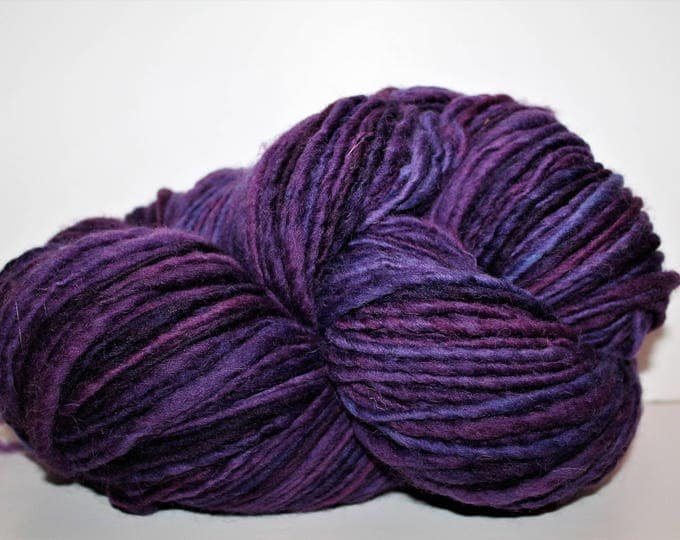 Handspun single ply bulky weight Cheviot wool yarn.  Huge skein. 1lb/416 yards.