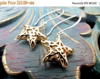 gold star earrings, dangle earrings, drop earrings, holiday earrings, gold filigree earrings, gold star gift, hostess gift, star jewelry
