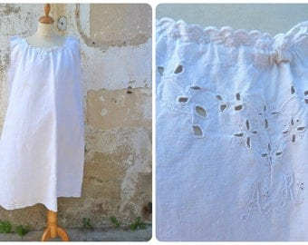 Vintage Antique 1900/1910s Edwardian  ecru pure linen adorned with handmade embroiderys underdress  dress nightgown  size M/L/XL