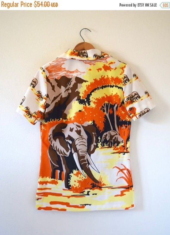 SUMMER SALE / 20% off Vintage 70s Great Serengeti Roaming Elephants Novelty Print Button Down Short Sleeved Collared Shirt