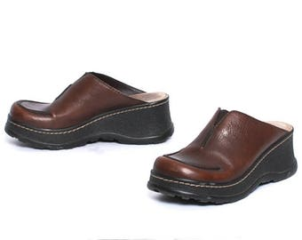 size 8 CLOGS brown leather 90s PLATFORM slip on MULES