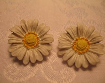 Vintage Daisy Buttons for Your Art and Craft Project