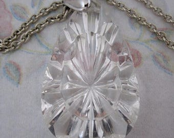 ON SALE- vintage lucite starburst pendant necklace on silver tone aluminum chain - j5524