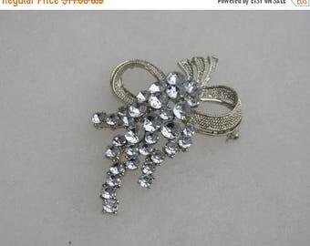 ON SALE Sweet Vintage Silver tone Rhinestone Grape cluster Pin Brooch