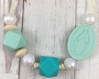 Lupita Mama Necklace in Mint