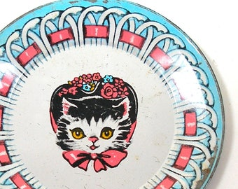1950s Tin litho Toy Tea Plate, Cat in flowered bonnet, kitty with a hat.