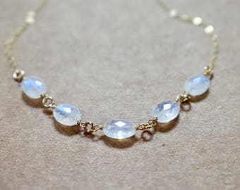 oval moonstone hand linked necklace. gold filled chain. natural faceted moonstone ovals necklace. moonstone gemstone jewelry