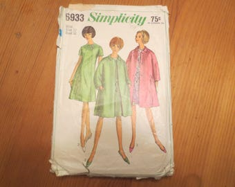 1960s Simplicity Pattern 6933 / Misses and Women's One-piece dress with coat / Size Misses 12 Bust 32 / with instructions