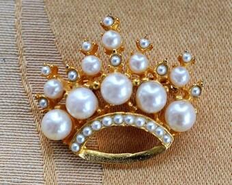 On sale Faux Pearl Royal Crown Brooch, Gold tone, Vintage (AR6)
