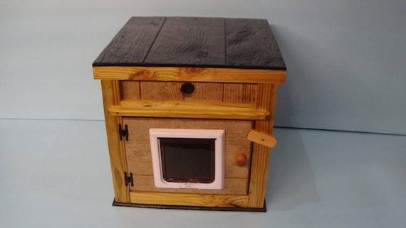 LARGE Outdoor  CAT HOUSE/Dual Heat/2 Lg Doors/Cedar Lining