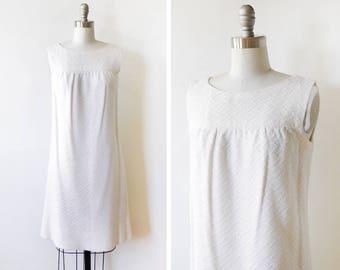 60s white crochet dress, vintage 1960s mod mini dress, a-line shift dress, small s