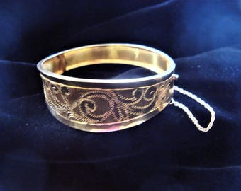 SALE Mid Century 18k Solid Gold Floral Etched Hinged Bangle 20.7grams Custom Made in Greece