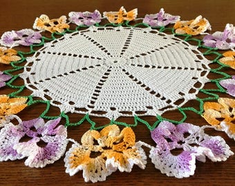 Crocheted Pansy Doily, 50s Doily, 16 in Doily, Centerpiece Doily, Pansy Trimmed Doily, Floral Theme, Retro Mid Century Cottage Chic