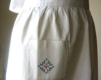 APRON Kitchen Skirt Bottom Cover PINAFORE Vintage Red White BLUE Embroidered