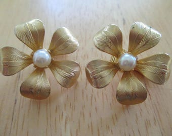 Vintage costume jewelry  /  clip on earrings
