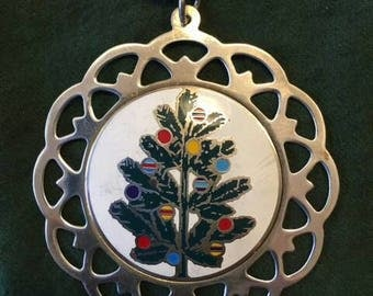 1983 charming sterling silver vintage ornament/medallion by   Lunts Silversmith of Greenfield,  Mass.
