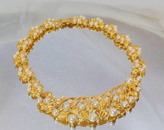 SALE Vintage Napier Gold Pearl Necklace.  Statement Piece.  1970s Gold Plated Pearl Choker.