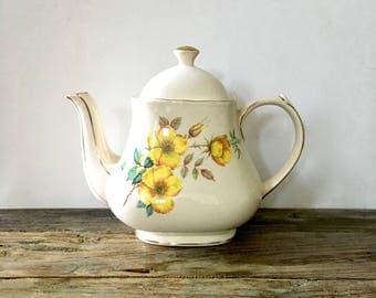 Sadler Teapot with yellow Roses