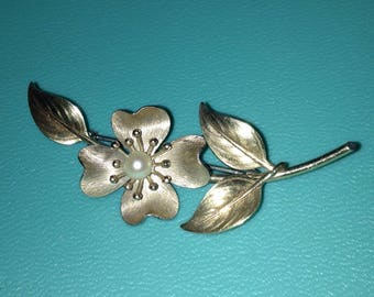 Pearl Flower Brooch Pin *FREE SHIPPING*