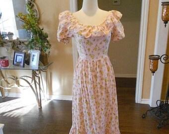 ON SALE NOW 70s Pink Daisy Dress / 1970s Pink Ruffe Maxi Dress / Feminine Floral Dress / Butterfly Dress / Size S