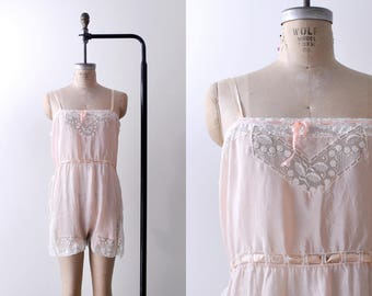 1920's pink step-in chemise. silk. 20's lace negligee. Light pink lingerie. M
