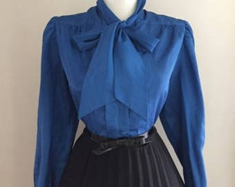 Vintage Womens Blouse With Bow / Blue 60s Button Down blouse / Long Sleeve Shirt Top / Ascot Tie Neck / Mad Men Secretary Shirt Large Xl
