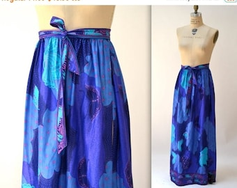 SALE Vintage 70s Printed Maxi Skirt size Medium Tropical Butterfly size Medium// Vintage Psychedelic Print Blue and Purple Long Skirt