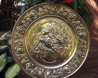 Brass Wall Hanging, Rose Plate, Big Round Gold Tray, Vintage Metal Decorative Wall Hanging, Gold Hammered Wall Decor, Basket of Roses Tray