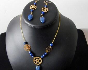 """Parure Collier et boucles d'oreilles """"Les Rouages du Temps"""", Lapis Lazuli et métal doré"""