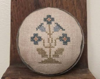 Primitive cross stitch Blue Flower zinc jar lid pinkeep folk art makedo